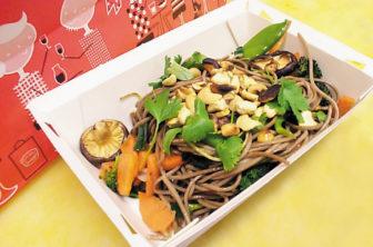 Japanska Sobanudlar med grönsaker och Cashewnötter