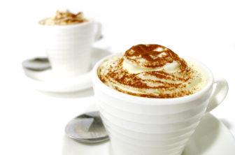 Ljus cappuccinomousse med chokladägg