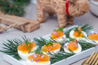 Ägghalvor med löjrom