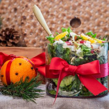 Apelsin- och granatäppelsallad med fetaost och senapsdressing