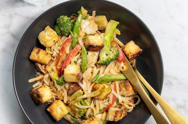 Asiatisk tofuwok med risnudlar