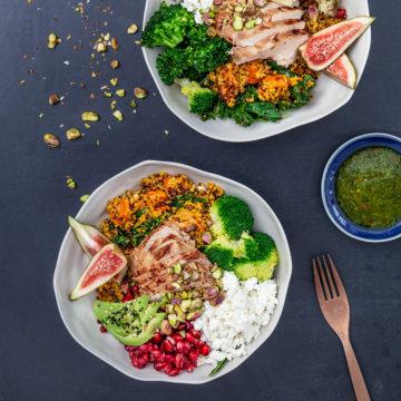 Bowl med saffransquinoa, kyckling, fetaost och granatäpple