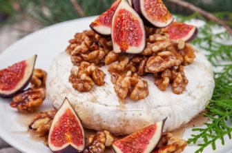 Brietårta med honungsrostade valnötter och färska fikon