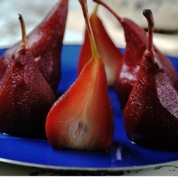 Glöggkokta päron med stiltonost