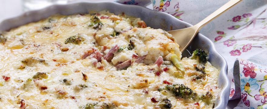 Enkel broccoli- och skinkgratäng med keso