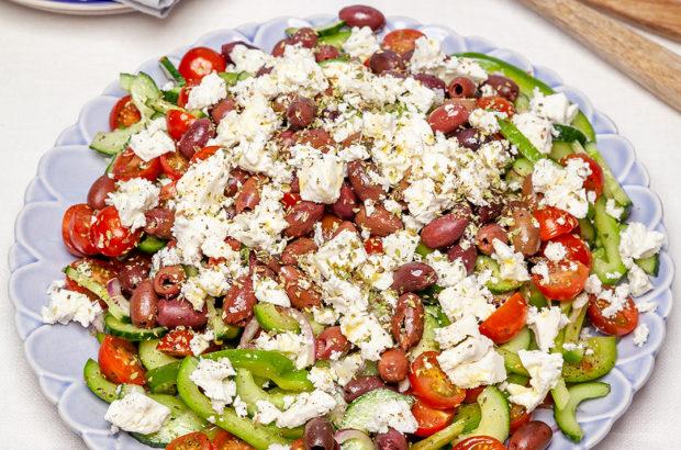 Grekisk sallad med fetaost och oliver