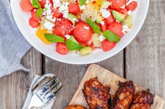 Grillade kycklingben med vattenmelon, avokado och citrussallad