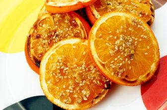 Grillade apelsiner med ingefära och sesam