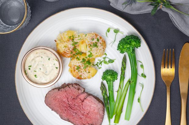 Helstekt oxfilé med parmesanrostad potatis och bearnaisesås