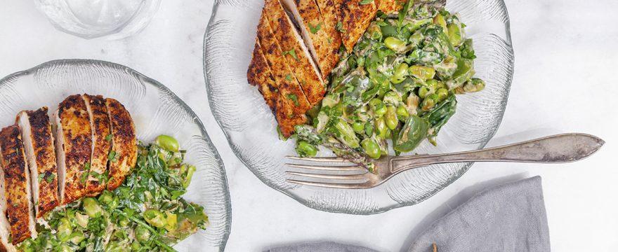 Krispig kyckling med krämiga grönsaker
