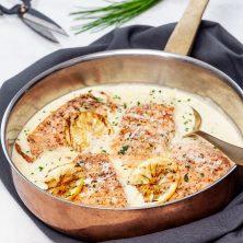 krispig lax i krämig parmesansås