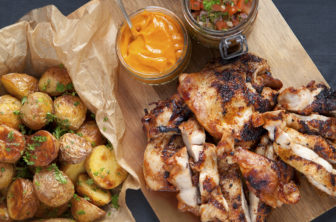Kyckling steak med grillade potatishalvor