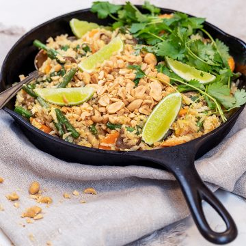 Lättstekt ris med ägg och jordnötter