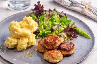 Laxbollar med potatismos