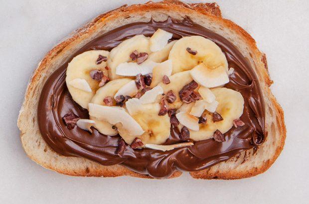 Ljust surdegsbröd med protinella och banan