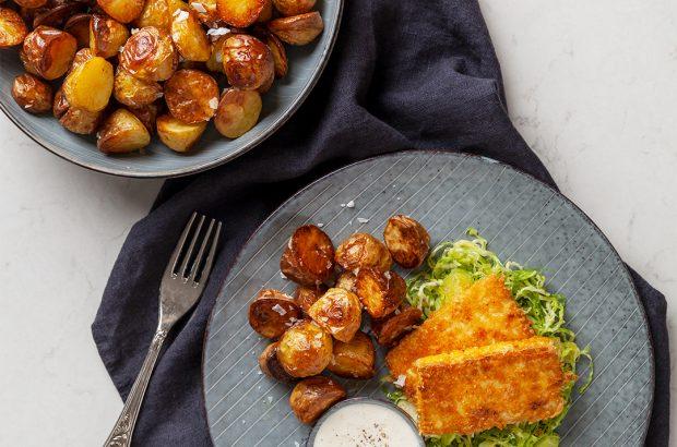 Panerad tofu med rostad potatis och parmesankräm