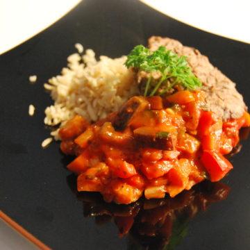 Ratatouille med olivbiffar och ris