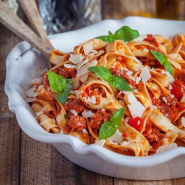Salsicciafärs med pappardelle och parmesan