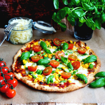 Snabb pizza med vitkålssallad