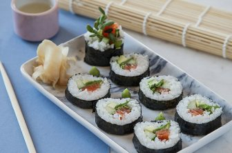 Så gör du egen sushi