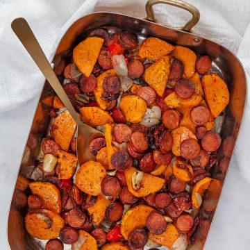 Timjanrostad sötpotatis och chorizo på plåt