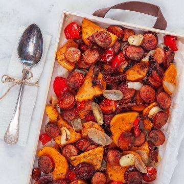 Timjanrostad sötpotatis och vegochorizo på plåt