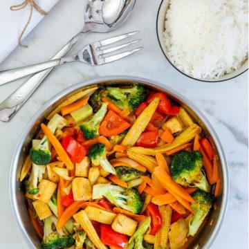 Wokade grönsaker med sweet chilisås och tofu