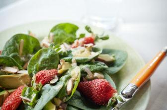 jordgubbs och avokadosallad