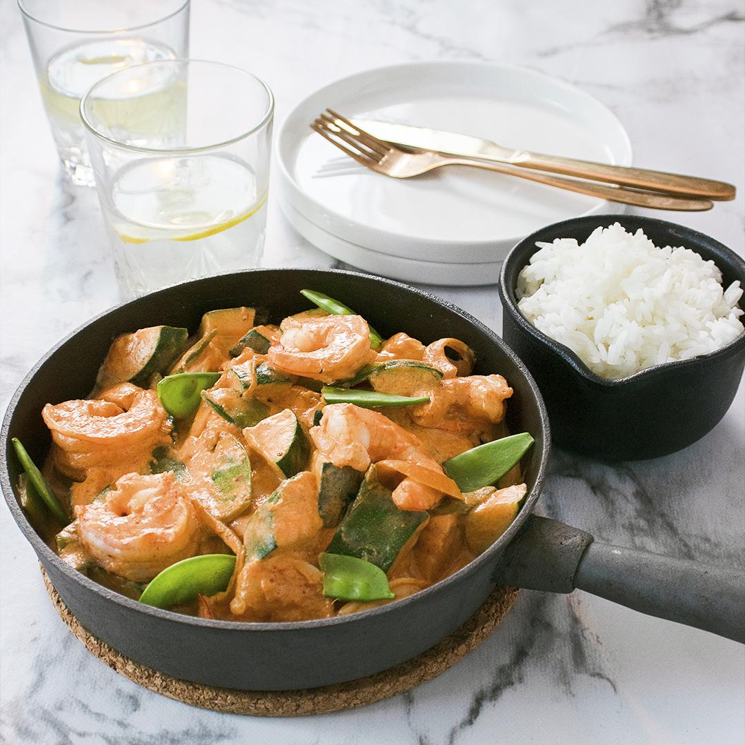 Currygryta med räkor och zucchini