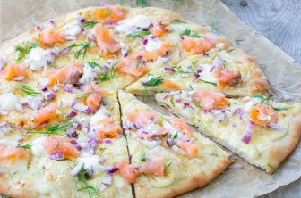 Festlig pizza med kallrökt lax
