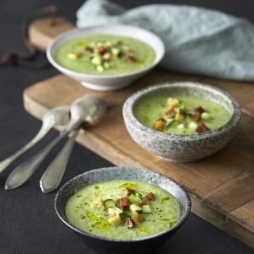 Grön gazpacho med vitlökskrutonger Grön gazpacho med vitlökskrutonger