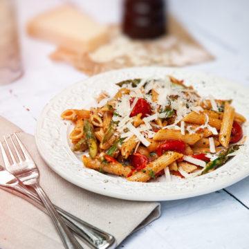 krämig pasta med sparris