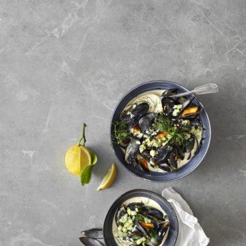 Musslor med gurka, selleri och dill