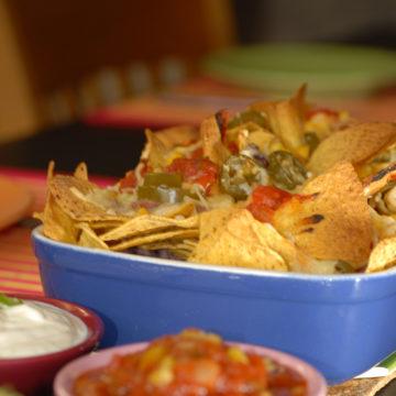 Ostgratinerade nachos med bönor