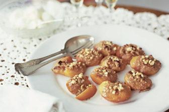 Pesche ripiene persikor