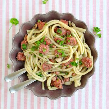 Paolos pasta con salsiccia, pancetta e funghi