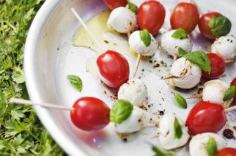 mozzarella- och tomatspett