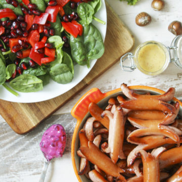 Prinskorv med granatäppelsallad och senapsvinägrett